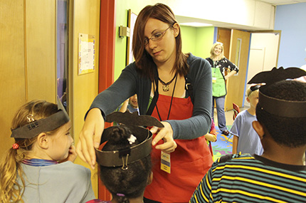 American studies student working with children at a museum